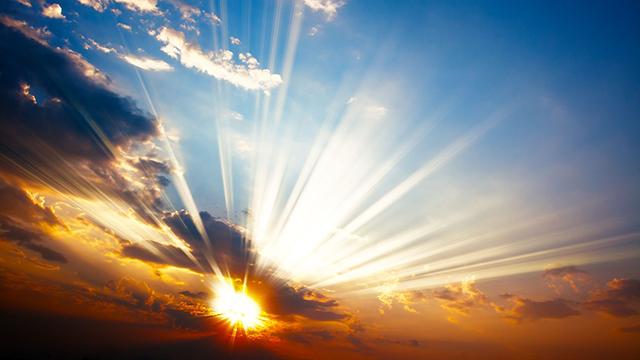 Sonne durchbricht die Wolken