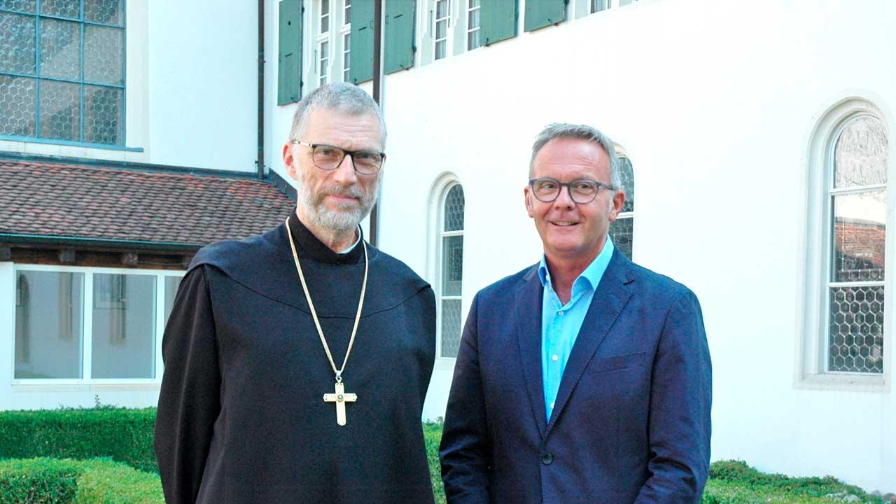 Mariano Tschuor (rechts) mit Abt Peter von Sury (links) | (c) Kloster Mariastein