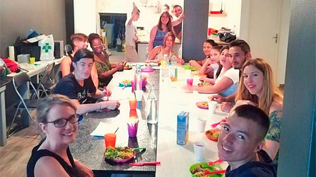 «Fire Crew» beim Essen