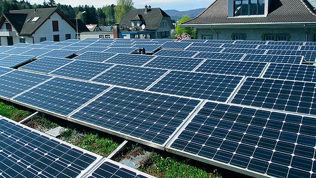 Fotovoltaik auf dem Dach des Pfarreizentrums