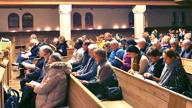 Gebet in einer Davoser Kirche