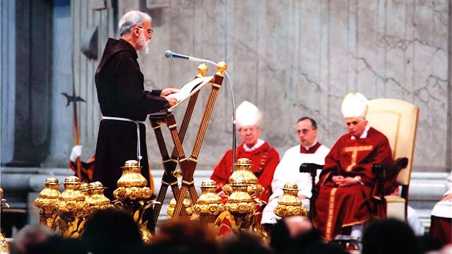 Raniero Cantalamessa am Predigen
