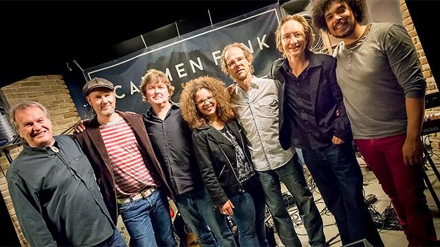 Carmen Fenk mit Band
