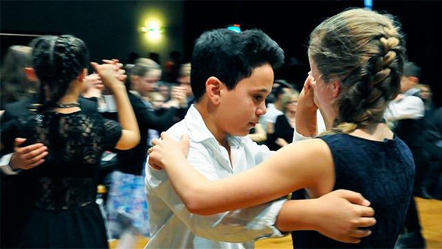 Tanzende Schüler