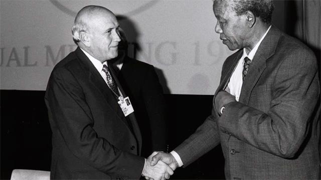 Nelson Mandela mit Willem de Klerk