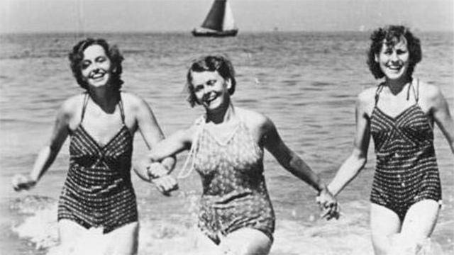 Frauen beim Baden