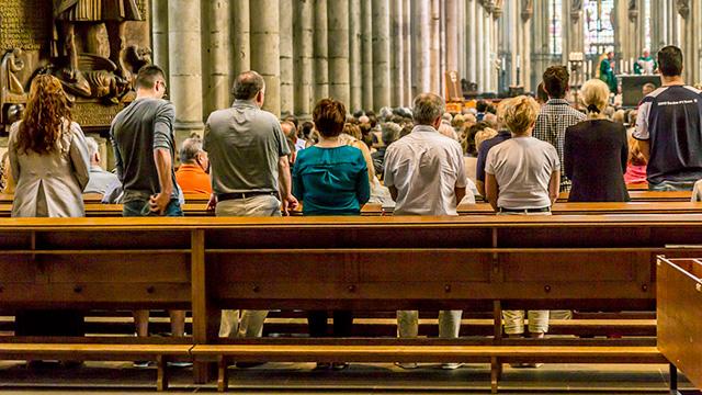 Gottesdienstbesucher in Kathedrale