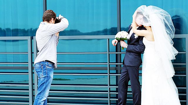 Fotograf mit Brautpaar