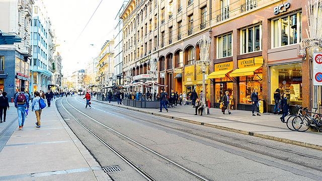Saubere Strasse in Genf