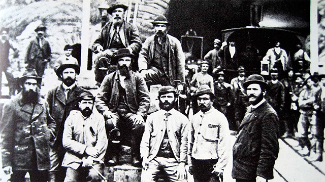 Bauarbeiter vor Gotthard-Südportal 1880