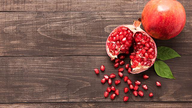 Granatapfel mit Kernen