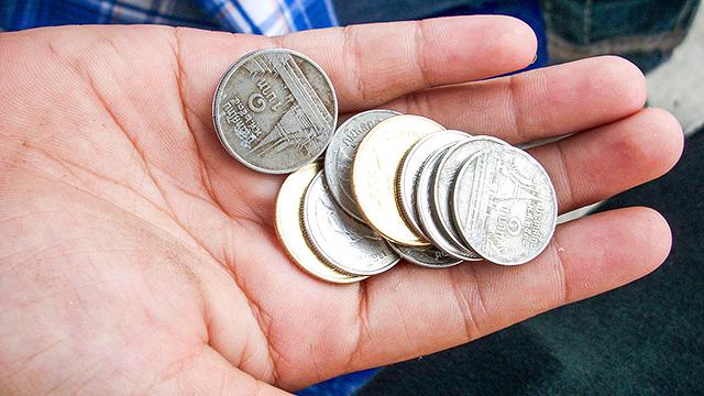 Geld in die Hand nehmen