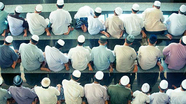 Muslime in der Moschee