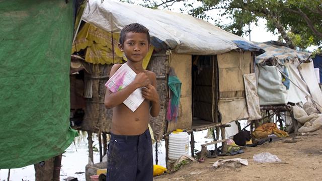 Junge in Slum in Kambodscha | (c) Fotolia