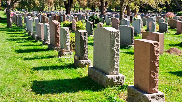 Grabsteine eines Friedhofs