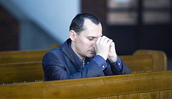 Mann am Beten