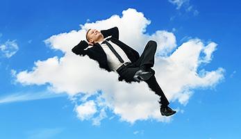 Mann auf Wolke