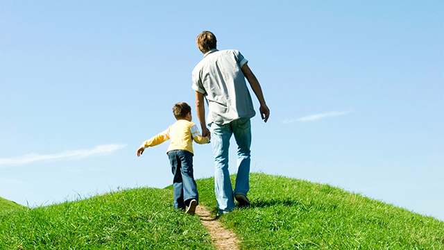 Vater und Sohn zusammen unterwegs