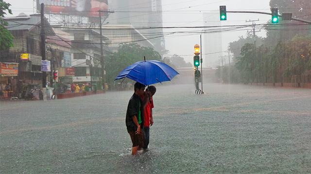 Überschwemmte Strasse in Manila
