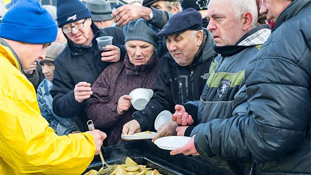 Essensausgabe für Arme und Obdachlose