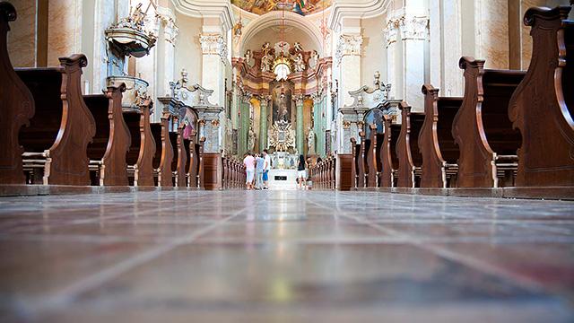 Drinnen in der Kirche
