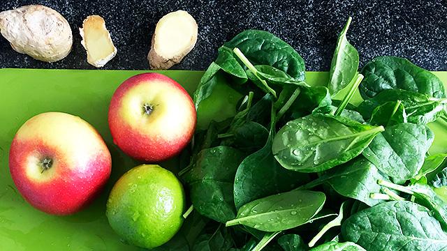 aft aus Äpfeln, Spinat, Zitronen und Ingwer