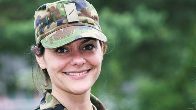 Soldatin der Schweizer Armee