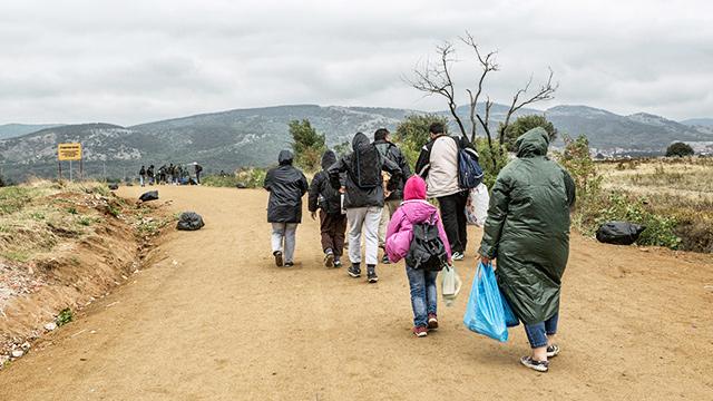 Migranten an der Grenze Serbien/Mazedonien