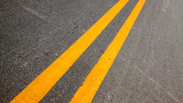 Sicherheitslinie auf der Strasse