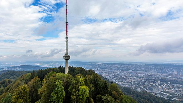 Fernsehturm auf dem Uetliberg bei Zürich